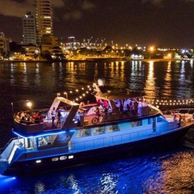 crucero y cena planes románticos en cartagena pareja